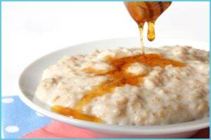 A bowl of porridge with honey illustrating Sally's decision